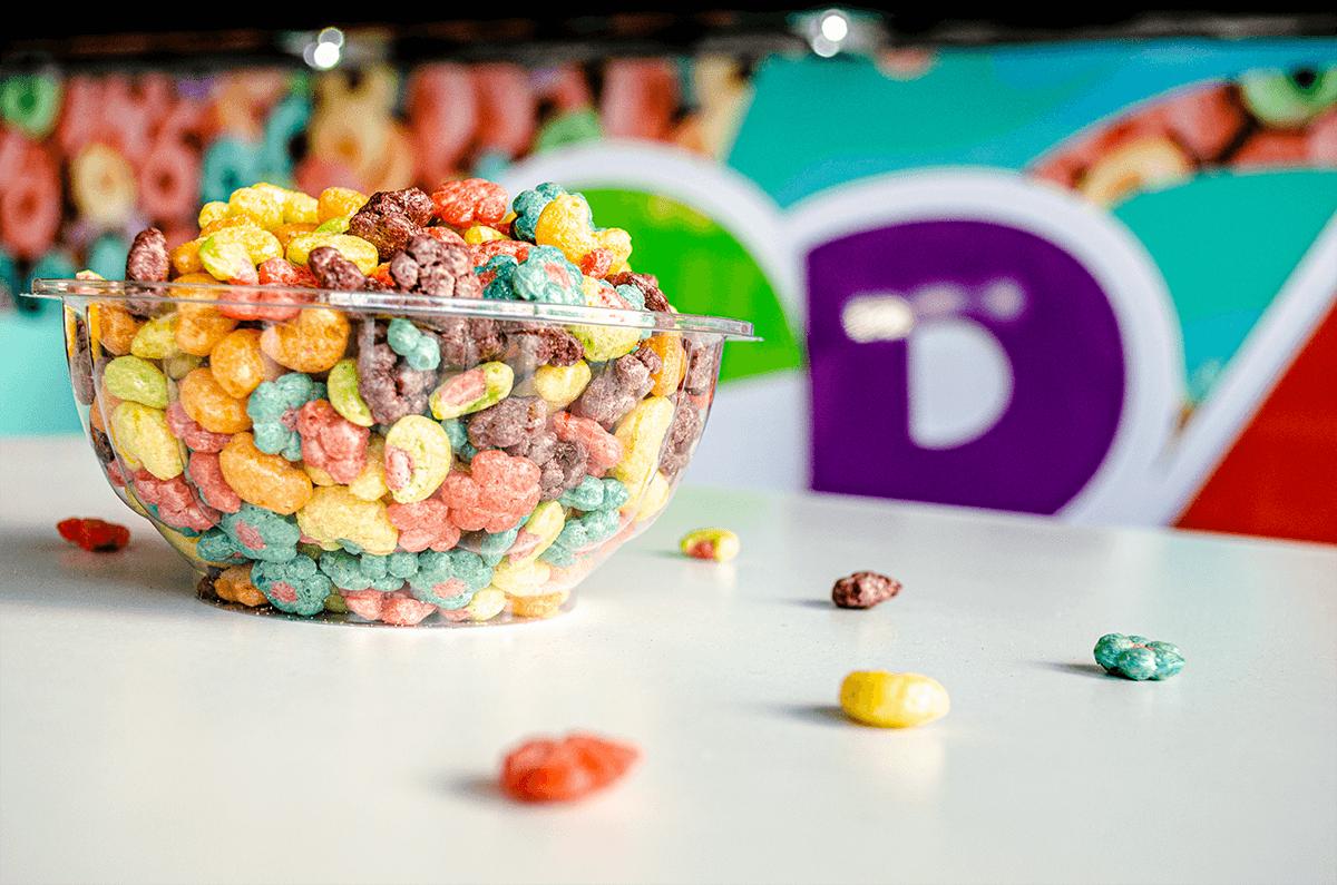 Bowl de Cereais com Leite colorido.